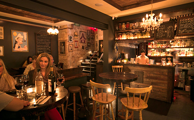 the-anchor-bondi-interior-customers